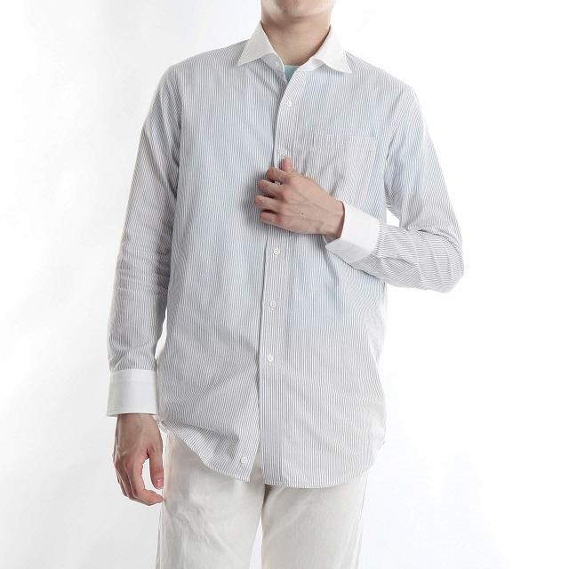 ストライプのシャツを着た男性