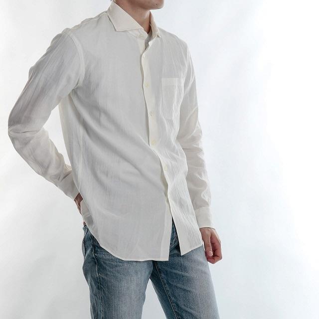男性用の白いシャツ